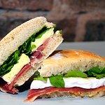 Sandwich Crudo y Brie