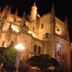la catedral por la noche