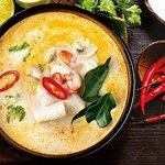 Легендарный Том Ям - тайский суп на кокосовом молоке с морепродуктами