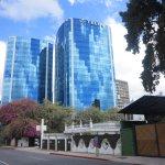 Edificios altos alternan con casitas o Haciendas donde se sitúan bellos restaurantes.