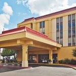 Photo of La Quinta Inn & Suites Memphis Airport Graceland
