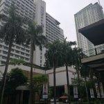 New World Makati Hotel resmi