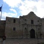 alamo and texas flag