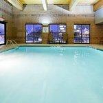 Foto de Holiday Inn Express Hotel & Suites Bloomington West