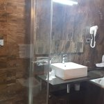 Shower AND Tub (room 501)