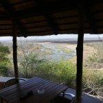 Vue sur la rivière Olifants depuis la terrasse du bungalow.