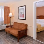 Red Lion Inn & Suites Cathedral City Photo