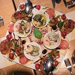 Leckers Antipati mit Meeresmuscheln, Tartar, Vitello Tonato