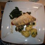 Leckerer Fisch mit Spiant und Kartoffeln