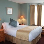 Foto de James Bay Inn Hotel, Suites & Cottage