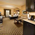Photo de Holiday Inn Express & Suites Denton - UNT - TWU
