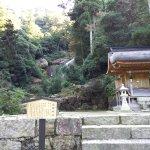 滝の手前にある滝宮神社