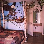 """""""Large Eagle Themed Room"""" with 2 Double beds!"""