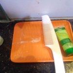 Trace de dentifrice du client préc´dent caché par les flacons