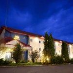 Hotel Iris by night