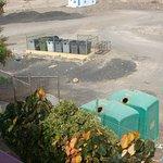 emplacement des containers poubelles à 50 m des chambres
