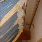 rideaux , dessus de lits , couvertures, propretés douteuses