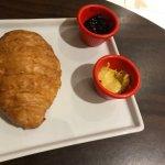 Croissant e bolo de banana