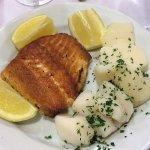 Los Caracoles_Pta del Este-Salmon grillado con papa natural