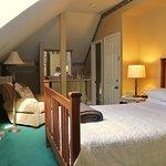 Room 6 - Queen Bed, Private Bath, Third Floor