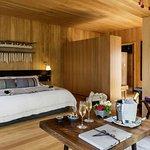 Hotel room (290993476)