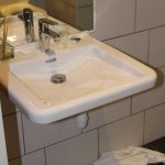 Chambre 411 : lavabo handi