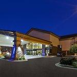 Photo of Holiday Inn Express Warren