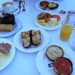 Desayuno, gran variedad en el buffet