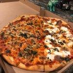 صورة فوتوغرافية لـ Mr Crispy's Brick Oven Pizza