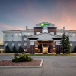 Photo de Holiday Inn Express Suites Airdrie