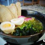 """""""Ramen"""" Pasta ramen, lomo de cerdo, kamaboko, huevo, cebollin y alga deshidratada"""