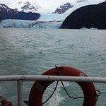 Alejàndose del glaciar después de estar a 200 m de la pared