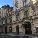 酒店外觀有著十足的歐洲古建築感