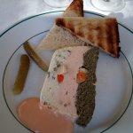 terrine de poisson et ses toasts et sa sauce