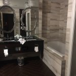 Harriet Suite bathroom: Double Vanity