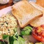 Scrambled tofu, avocado, toast & tomato
