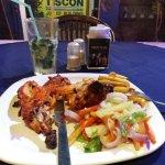Блюдо ресторана - курица тандур