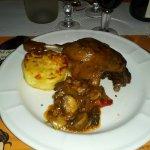 Confit de cuisse de canard ferme et goutteuse, p d t et petits légumes. .