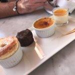 café gourmand : soufflé, fondant au chocolat, crème brûlée, pana cotta exotique