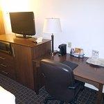 Photo de AmericInn Lodge & Suites Madison West