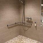Chambre 106 : douche handi