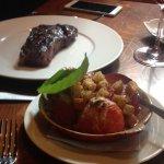 Chuleta Angus con tomate asado de acompañamiento