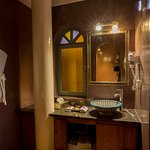 Akoya suite bathroom.