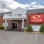 Econo Lodge Inn & Suites Airport