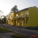 Foto de Piarco Village Suites