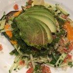 Detox de quinoa con vegetales grillados y crudos