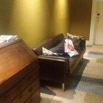 Sala de espera un sillón en el pasillo del 2 piso El baño en el 3 piso Zonas comunes inexistenre