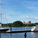 Blick vom Hafen zum Schloss Aalholm