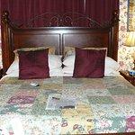 Magnolia room bed
