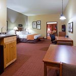 King Whirlpool/Fireplace - 2 Room Suite